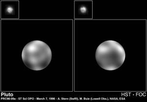 Voici deux clichés de Pluton (en haut à gauche) prise par Hubble en 1996. A cette distance, il est très difficile d'obtenir des informations pertinentes sur la planète. Cependant, le travail de post traitement de l'image permet de faire ressortir quelques informations comme cet aperçu de la surface Plutonienne. Et bien plus pour les Physiciens