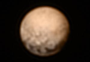 Voici un cliché de Pluton pris par New Horizon le 2 Juillet 2015. On commence à voir apparaître à peu près nettement la surface rocheuse de Pluton. D'autres clichés sont à venir ! ;)