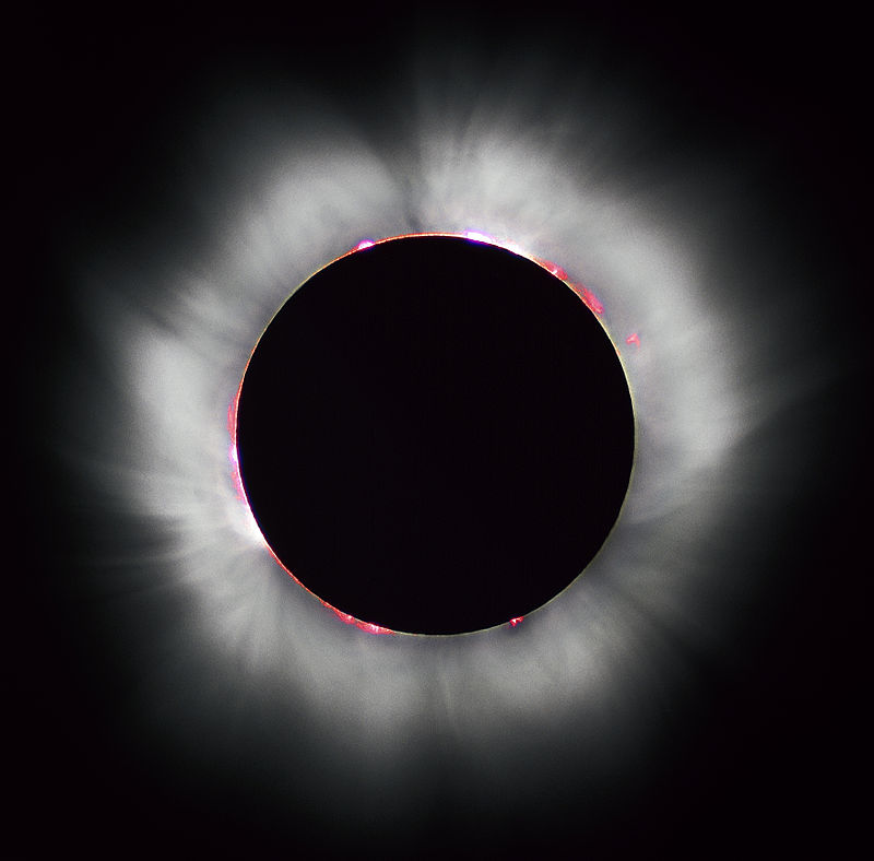 « Solar eclipse 1999 4 » par Luc Viatour. Sous licence CC BY-SA 3.0 via Wikimedia Commons - https://commons.wikimedia.org/wiki/File:Solar_eclipse_1999_4.jpg#/media/File:Solar_eclipse_1999_4.jpg