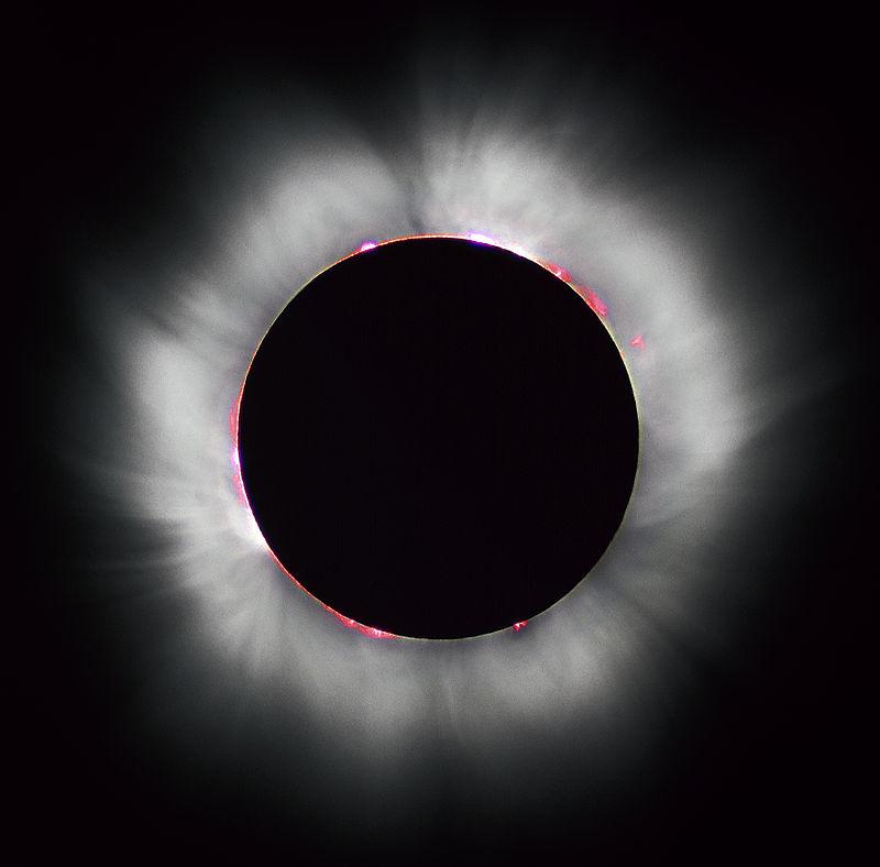 «Solar eclipse 1999 4» par Luc Viatour. Sous licence CC BY-SA 3.0 via Wikimedia Commons - https://commons.wikimedia.org/wiki/File:Solar_eclipse_1999_4.jpg#/media/File:Solar_eclipse_1999_4.jpg